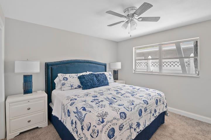 King bed w/ brand new pillow top mattress.