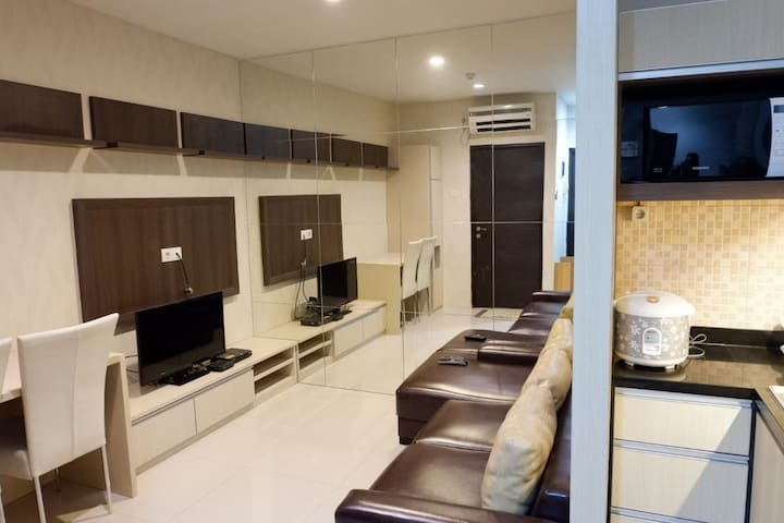 Simple Living at Tamansari Semanggi Apartment