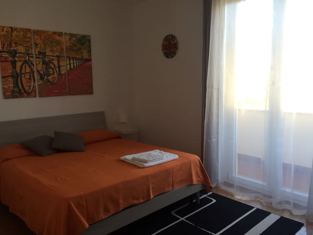 Nice double bedroom really close to the Iseo Lake - Iseo - Apartamento