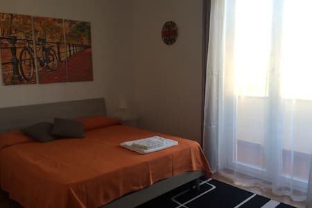 Nice double bedroom close to the lake - Iseo - อพาร์ทเมนท์