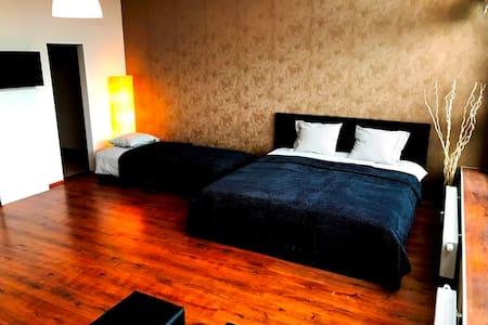 Apartments - 12min CENTRE / 15min AIRPORT - Praha