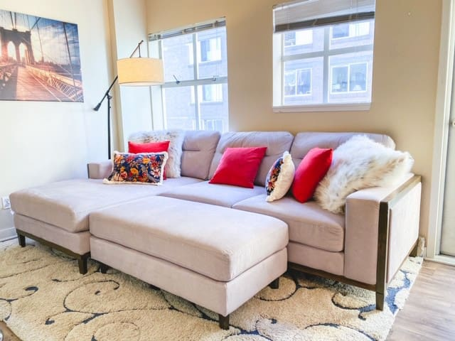 Downtown 1 Bdr Condo w/ Top Floor Balcony Sleeps 5