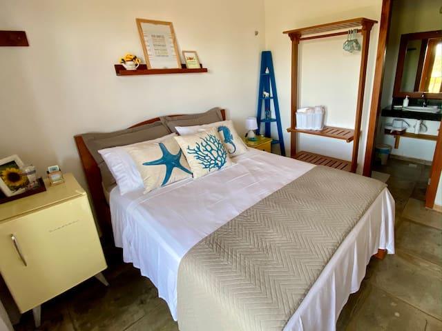 Suíte Girassol - Cama de casal, frigobar e varanda com vista para o mar e dunas