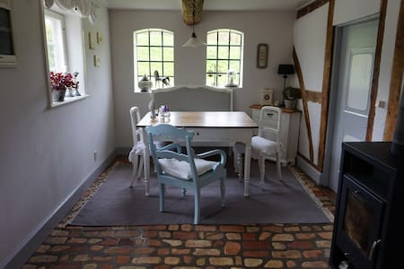 Smukt gæstehus nær herregård Skovsgaard