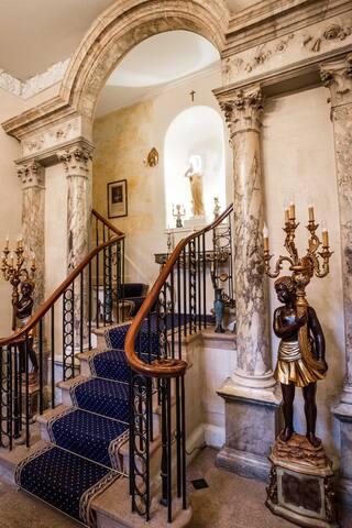 Grosvenor Villa King size Room (Pride & Prejudice)