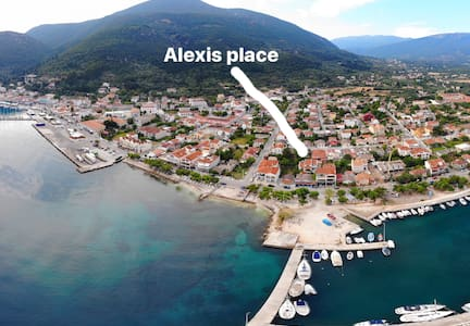 Alexi's Place. Sea road. 1 min walk from beach!