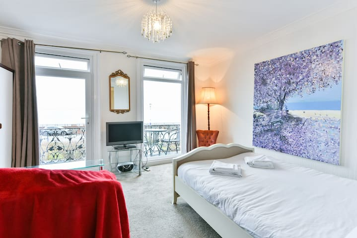 33A Big Seaview Studio with balcony, top location