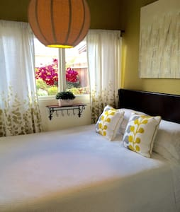 Private bedroom with Queen bed - San Diego