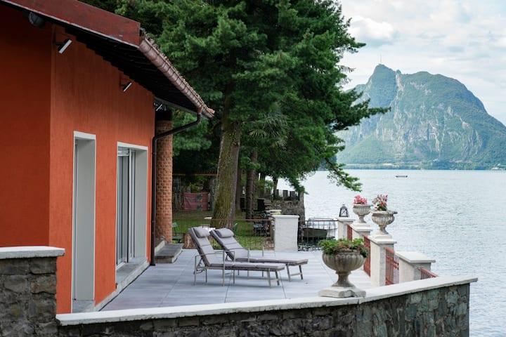 Silenzioso Paradiso Solitario sul Lago