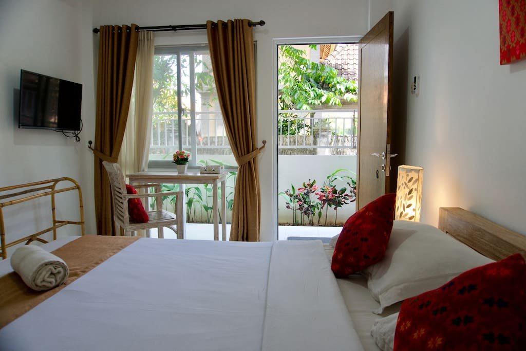Private  room with AC / TV and private ensuite bathroom