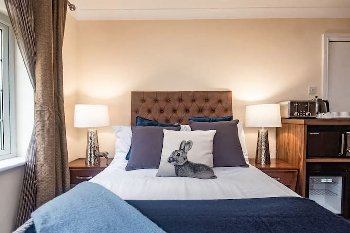 Private room in West Sussex near Gatwick