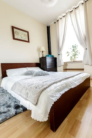Charming 2 bed apartment, Old Town