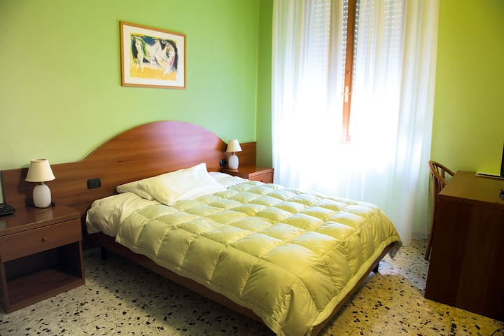 Charming Room with wi-fi and warm hospitality - San Gimignano - Leilighet
