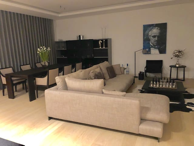 Azur Luxurious Apartment *****