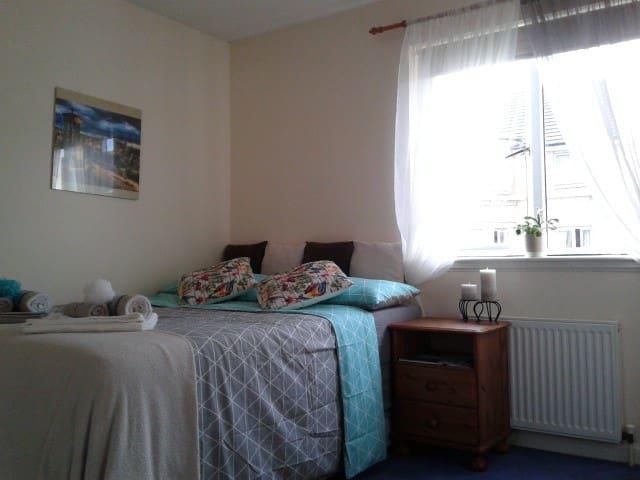Lovely Double Room - City Centre - Haymarket - Edinburgh - Byt