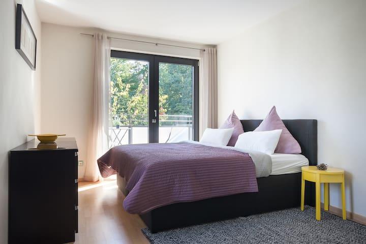 Bedroom 1: Queen bed + chaisse loin + desk + balcony (19m2)