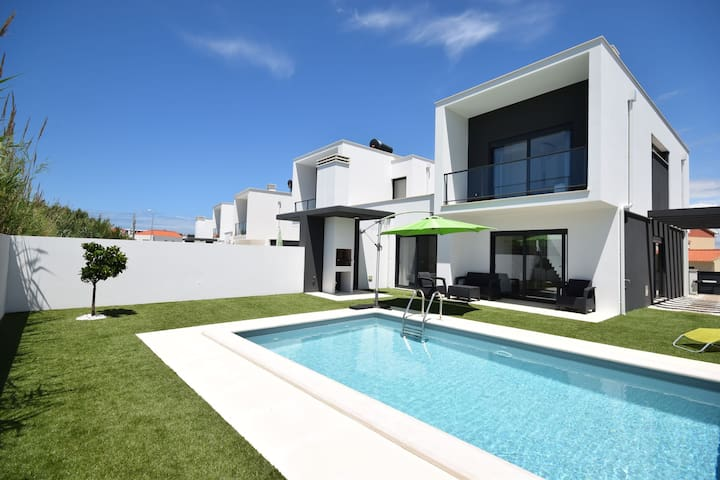 Gorgeous Villa in Salir do Porto with Private Swimming Pool