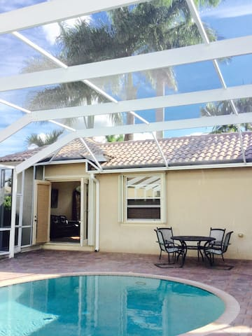 Charming Cottage with Poolside view - Pembroke Pines - Casa