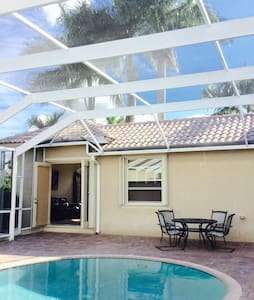 Charming Cottage with Poolside view - Pembroke Pines