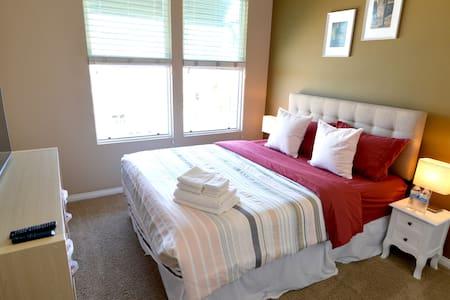 _Mid Rise Resort Style Room Walkable to Disney._ - 阿纳海姆 - 公寓