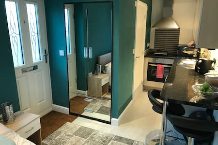 Self contained studio room with private entrance