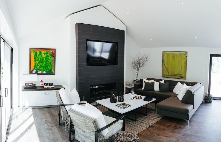 Vineyard Cottage at 13th Street - 2 bedroom option