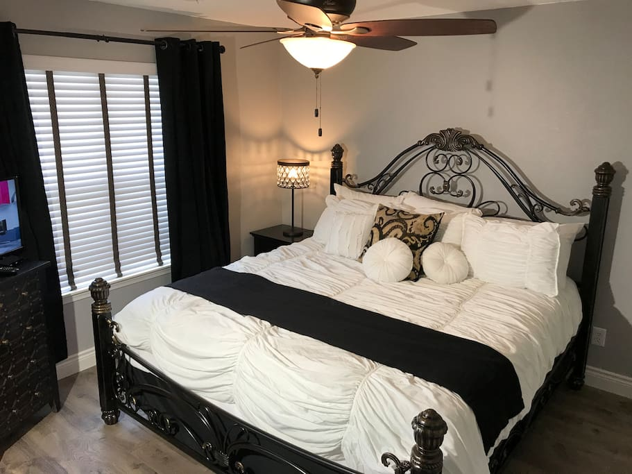 Master Bedroom with King Bed- Adjoining Bathroom