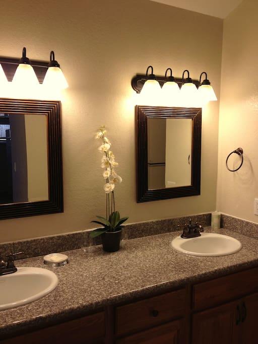 Private bath w/granite counters, 2 sinks, full bathtub.