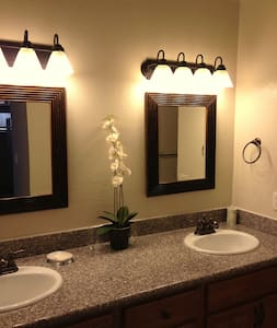 Rent a bedroom/or the entire house! - Sierra Vista - Casa