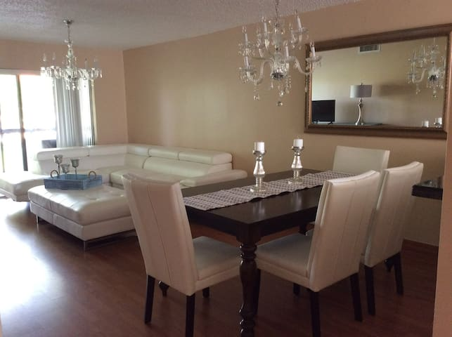 Beautiful apartment near Sawgrass Mall