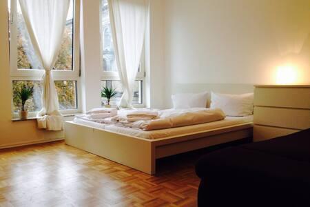 Mitten in Berlin`s Mitte (304) - Berlin