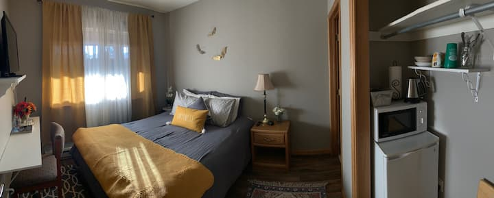 Old Town Fraser! Private entrance, 1 bed/1 bath