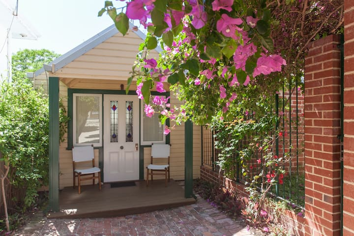 Self-Contained Clean Garden Studio - East Fremantle - Apartment