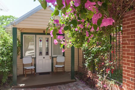 Self-Contained Clean Garden Studio - East Fremantle - Byt