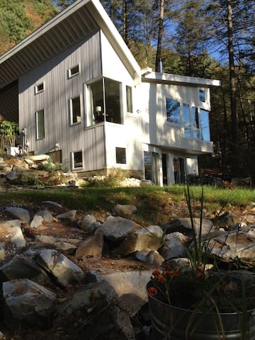 Berkshires Rock Garden Apartment sleeps 4 - Great Barrington - Wohnung
