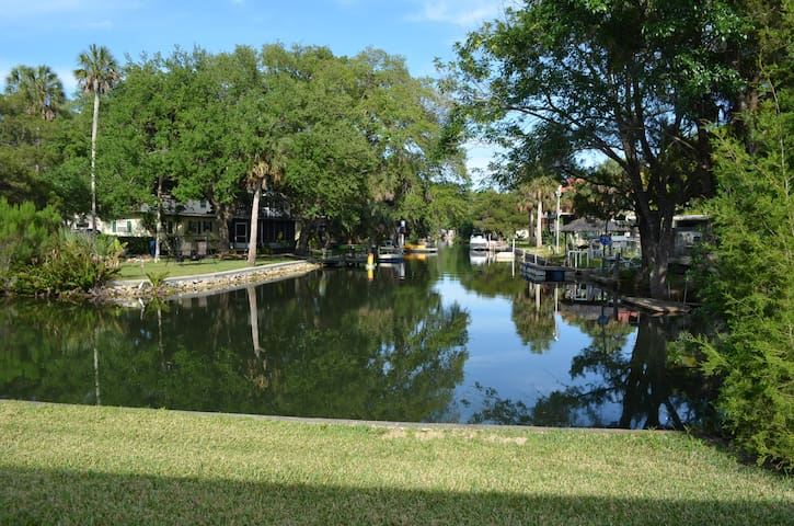 Vacation home with easy Gulf access. Sleeps 6