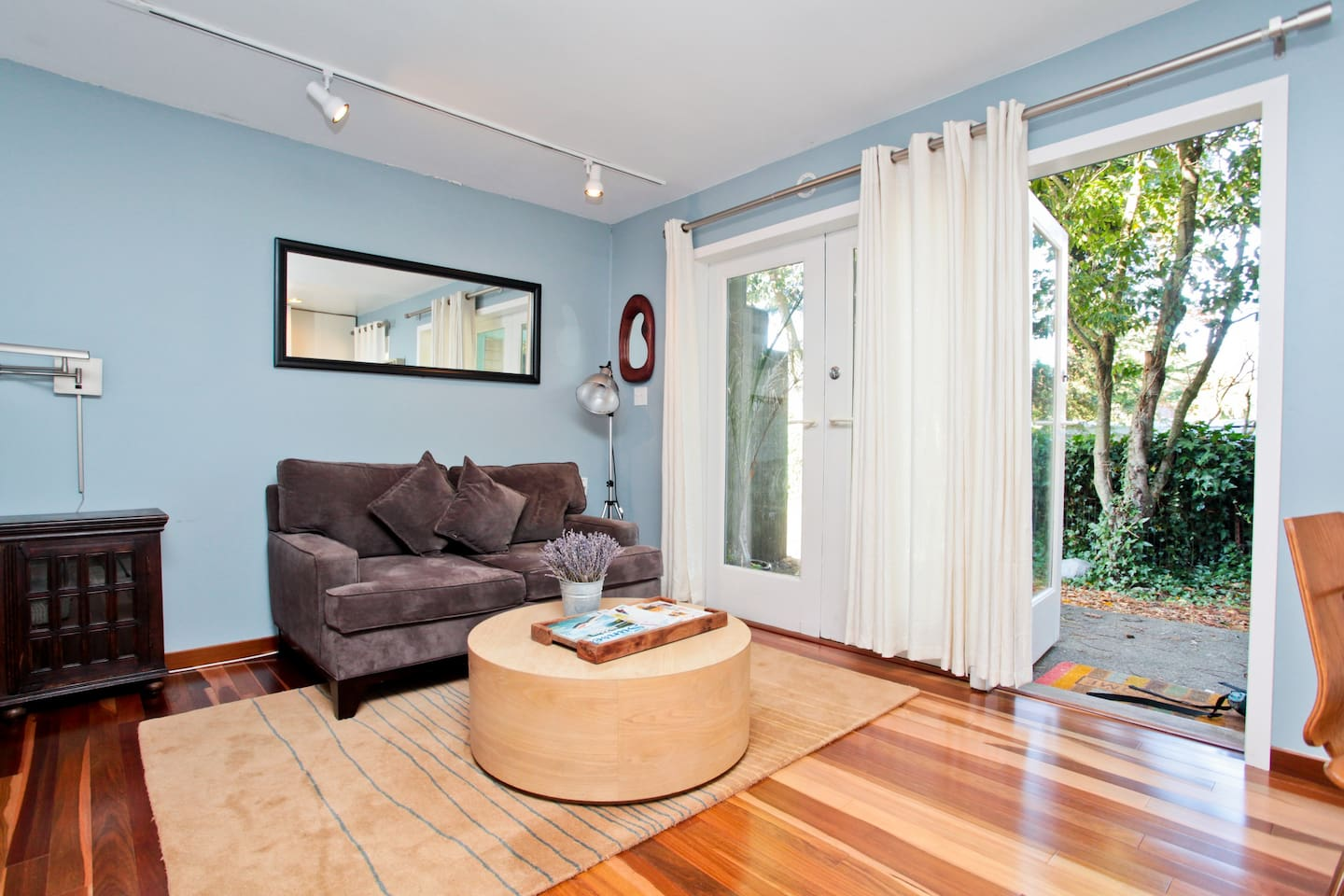Enjoy easy access to Sausalito and San Francisco at this peaceful garden studio.