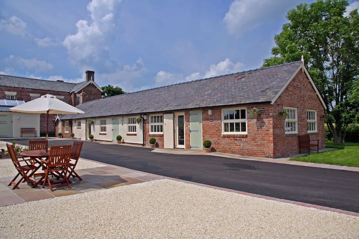 Luxury barn conversion near Wrexham - Rossett - บ้าน