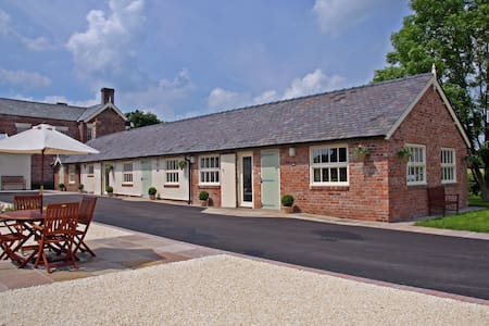 Luxury barn conversion near Wrexham - Rossett