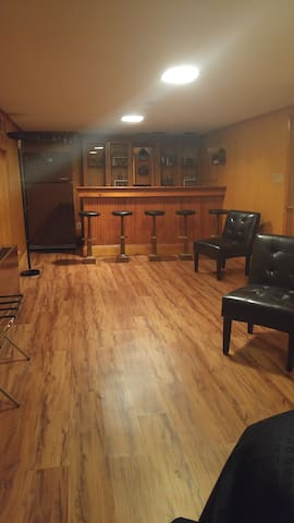 Affordable private basement apartment - Syracuse - Apartment