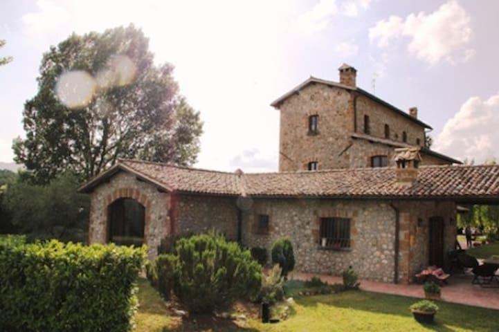 Casale in pietra - contesto caratteristico - Ficulle