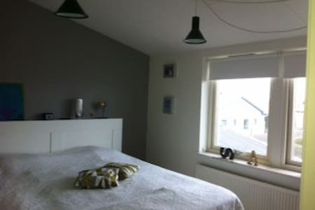 Semi-attached villa in lovely area - Bunkeflostrand - Huis