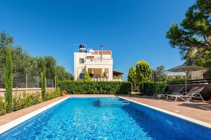 Family holiday villa in Almyrida, Crete