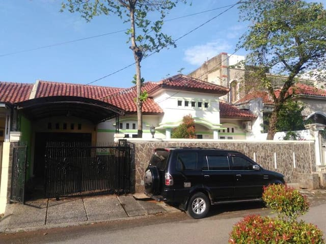 Lovely house fit for Family of 6 - Purwakarta - Huis