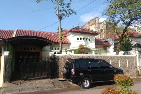 Lovely house fit for Family of 6 - Purwakarta - Дом