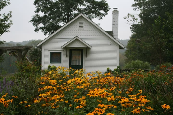 Flower farm cottage in the Poconos - Honesdale - Cabana