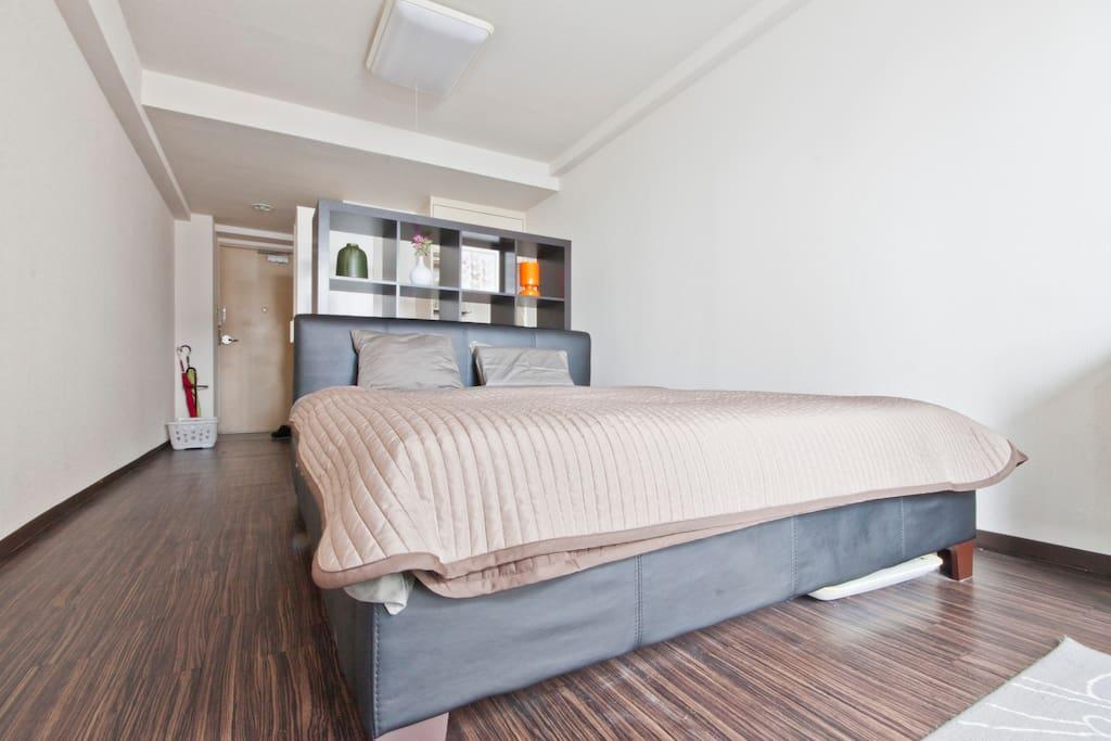 Queen size bed W:160cm H:198cm