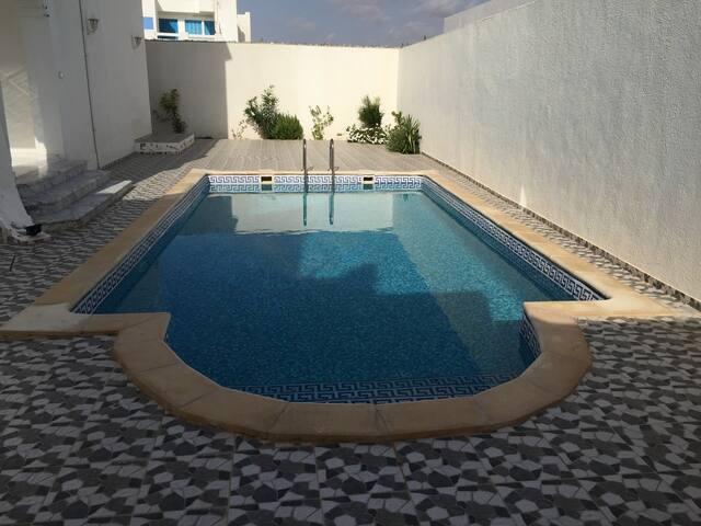 appartement à Midun avec piscine