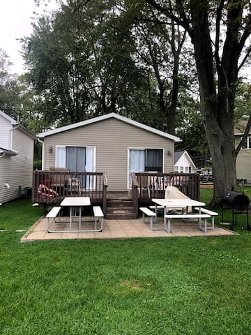 Gun Lake Cottage on Lake 1 of 3 - Sleeps 10!