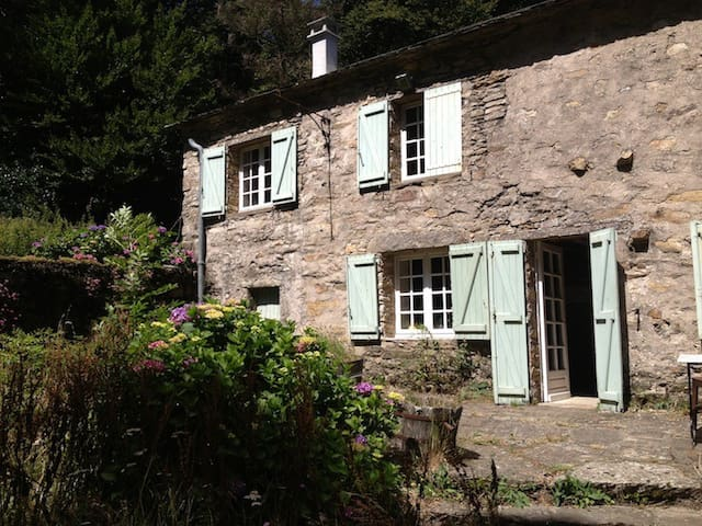 Cottage with Lake in the hillside - Labastide-Rouairoux - Haus